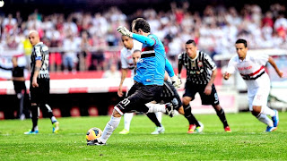 Rogério perdeu o pênalti contra o Corinthians