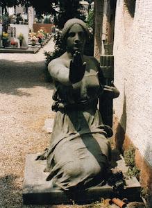 Monumento che ornava il sepolcro del martire fascista Mario Brumana