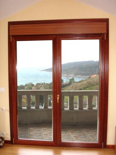 Bricolage trabajos en madera puertas principales tambi n for Ventanas pvc color madera