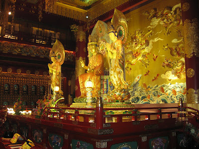 is a buddhist temple inwards the take in of Chinatown Singapore attractions : Buddha Tooth Relic