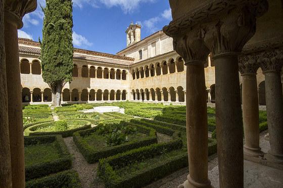 imagen_sierra_demanda_santo_domingo_silos_monasterio_cipres_claustro_romanico