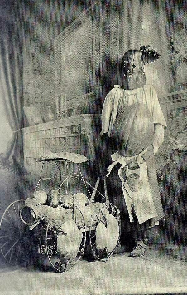 bukti-peninggalan-sejarah-paling-mengerikan-di-dunia-kostum-halloween
