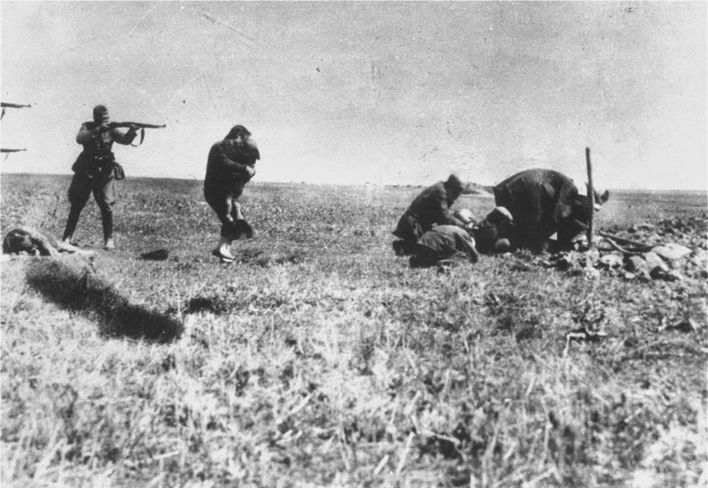 Ejecuciones de Judios en Kiev por unidades del ejército de matanza alemán de 1942