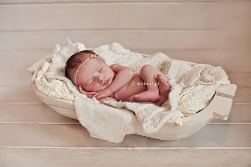 fotografia noworodkowa, sesje zdjęciowe na prezent, profesjonalne studio fotografii dziecięcej, milkart