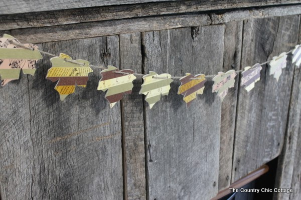 Washi Tape Fall Leaf Garland -- a fun craft project that you can make in minutes for your Thanksgiving or fall decor.