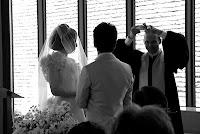 司祭様からマリッジリング(結婚指輪)を手渡されたときの喜び。