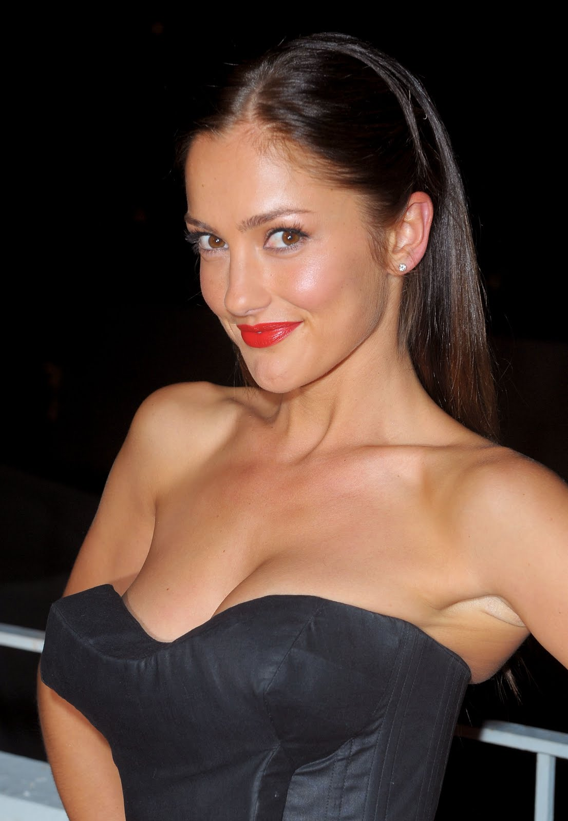 http://1.bp.blogspot.com/-JrbZoCRxIXg/Tc9lGAuqQQI/AAAAAAAACOI/KLHUo1592RM/s1600/Minka-Kelly-Hot-Cleavage-at-3rd-Annual-Art-of-Elysium-Heaven-Gala-HQ-x7.jpg