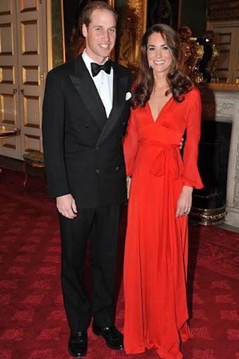 Уилям в смокинг, Кейт с червена рокля