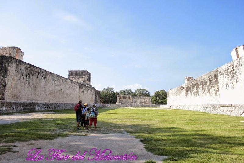 Juego de pelota en Chichén Itzá/ Vacaciones en la Riviera Maya