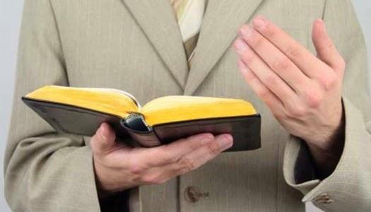 Predicando con la Biblia el Evangelio en las calles