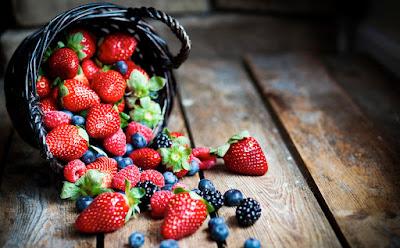 http://modernfarmer.com/2014/06/find-seasons-best-berries/