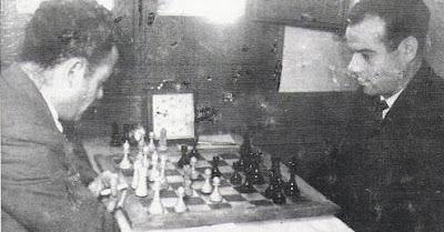 Partida de ajedrez jugada en el club ajedrez Granja, años 50