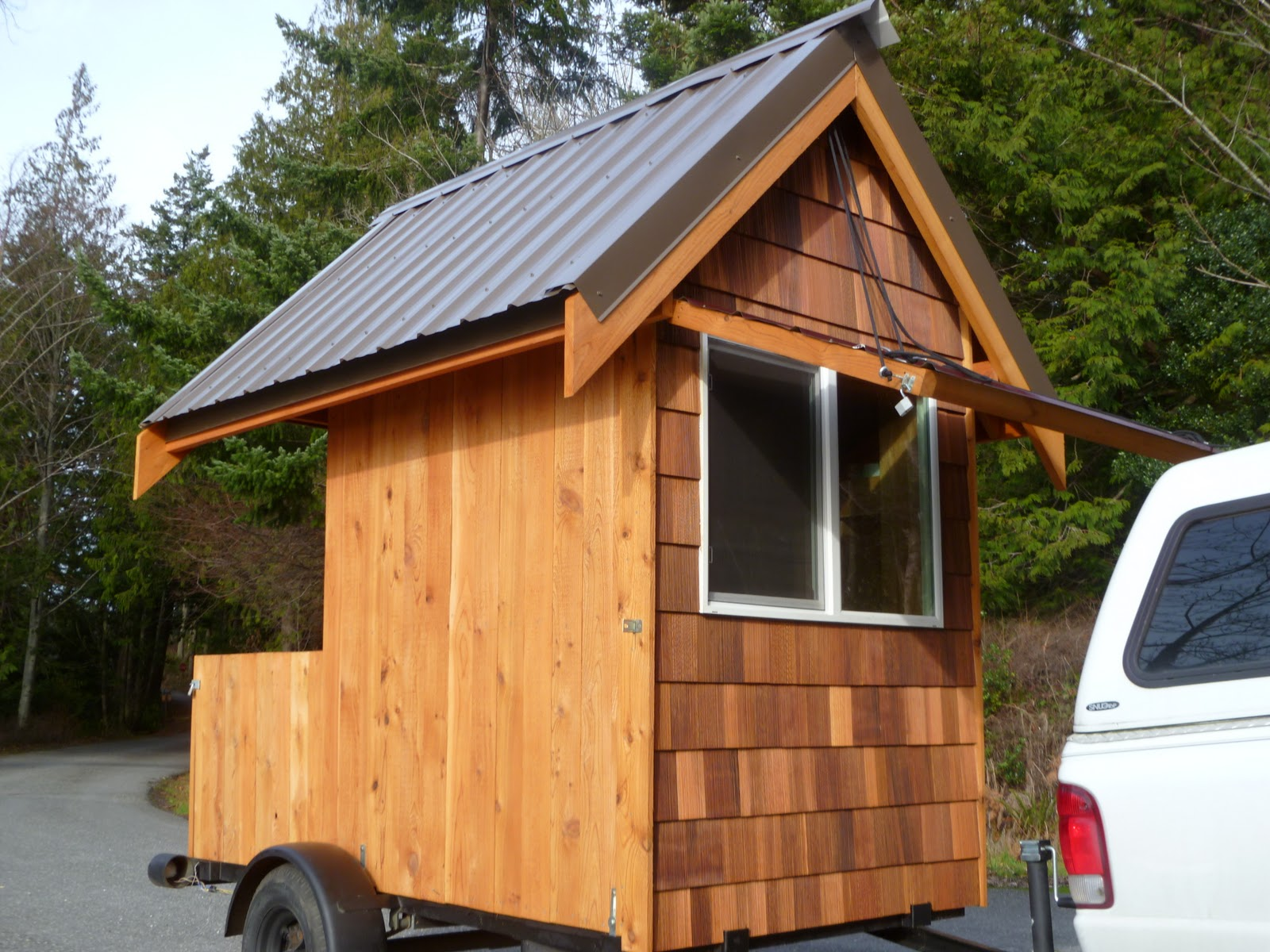 Eli curtis 39 tiny cabin on wheels a micro Tiny little houses on wheels