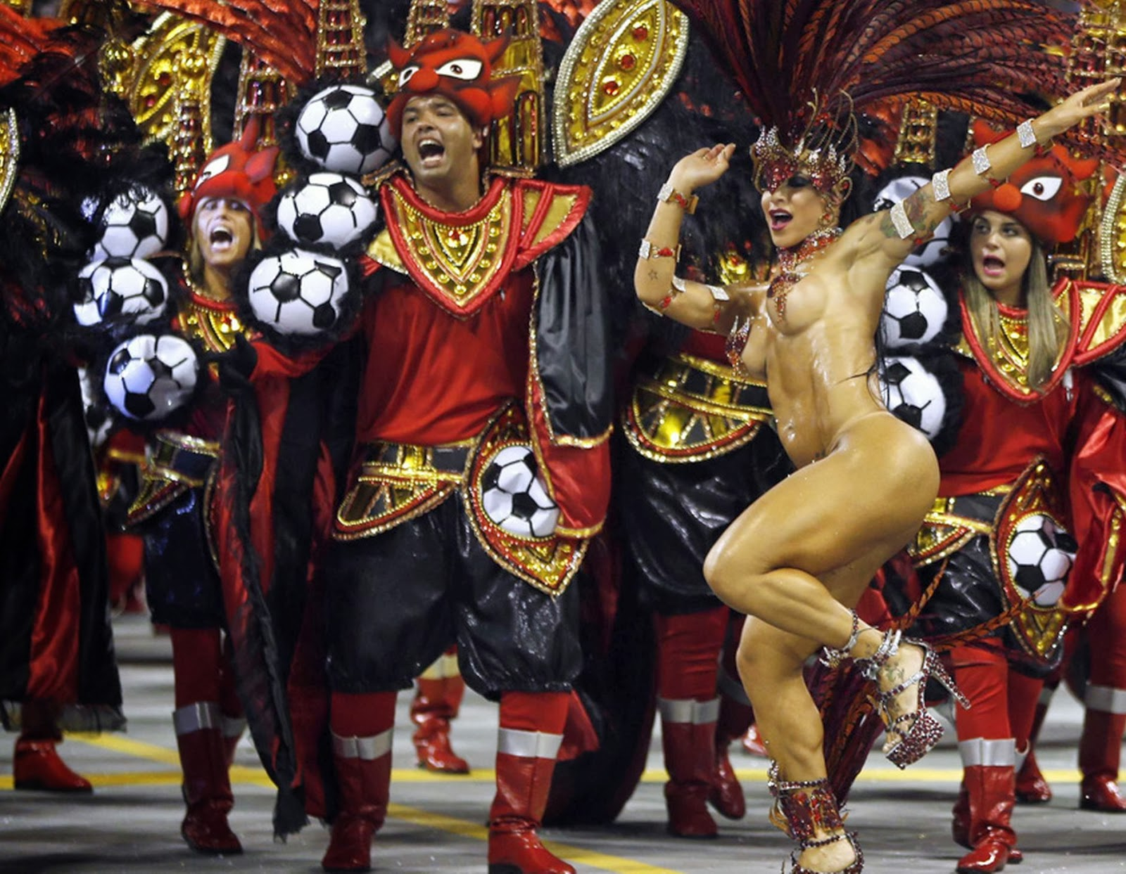 Sexiest Nude Dancing Woman From Brazilian Carnival 2014