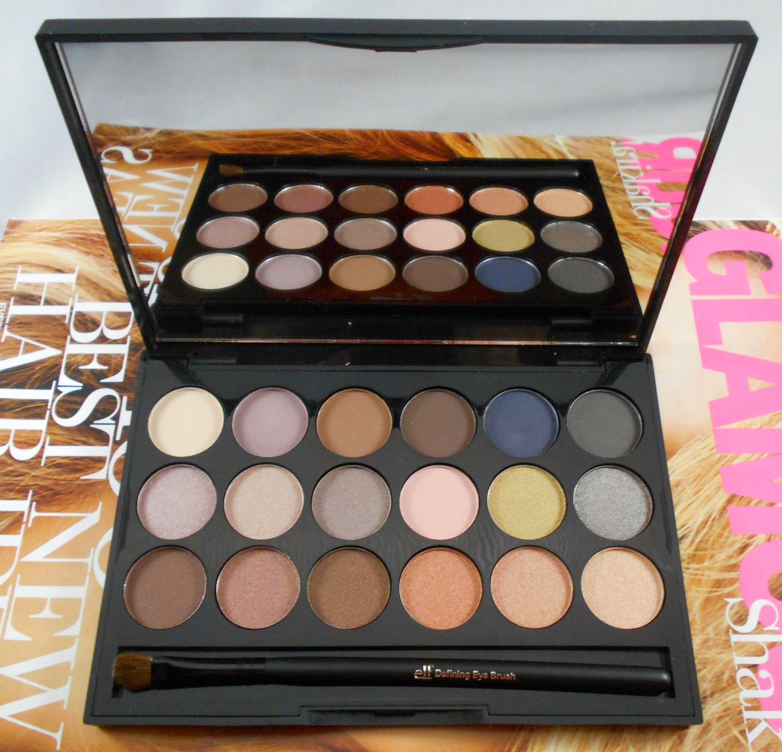 E.L.F Essential 18 Piece Eyeshadow Palette With Brush