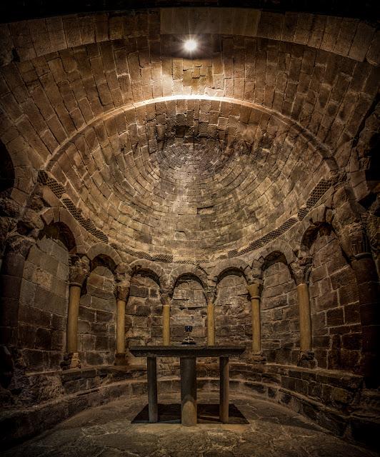 San Juan de la Peña - Reproducción del Grial :: Panorámica 7 x Canon EOS5D MkIII | ISO800 | Canon 17-40 @17mm | f/4.0 | 1/10s