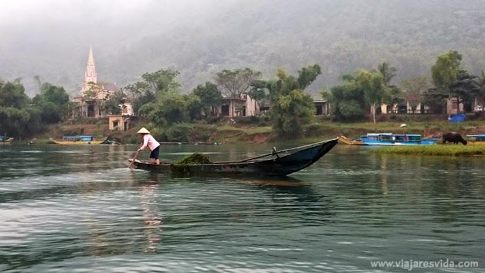 Viajaresvida - de camino a Phong Nha Cave por el Río