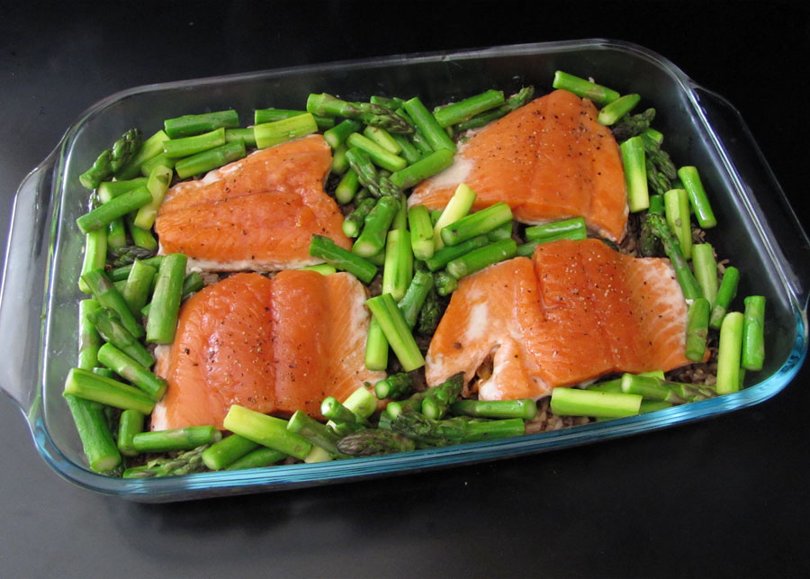 ... : Baked Salmon on Wild Rice and Asparagus with Raspberry-Honey Sauce