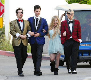 Videoclip » Here's to Never Growing Up [¡100 Millones!] - Página 3 EXPOSTAS.com+Avril+Lavigne+2013-04-07+-+On+Set+of+her+new+Video+HERE%27S+TO+NEVER+GROWING+UP+in+LA+%2813%29