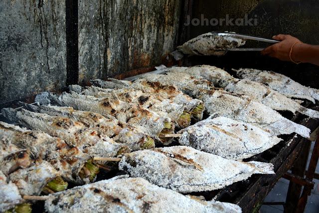 Bangkok-Food-Pla-Chon-Pao-Grilled-Snakehead-Fish