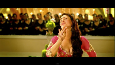 Kareena Kapoor Hot Clavage Pics