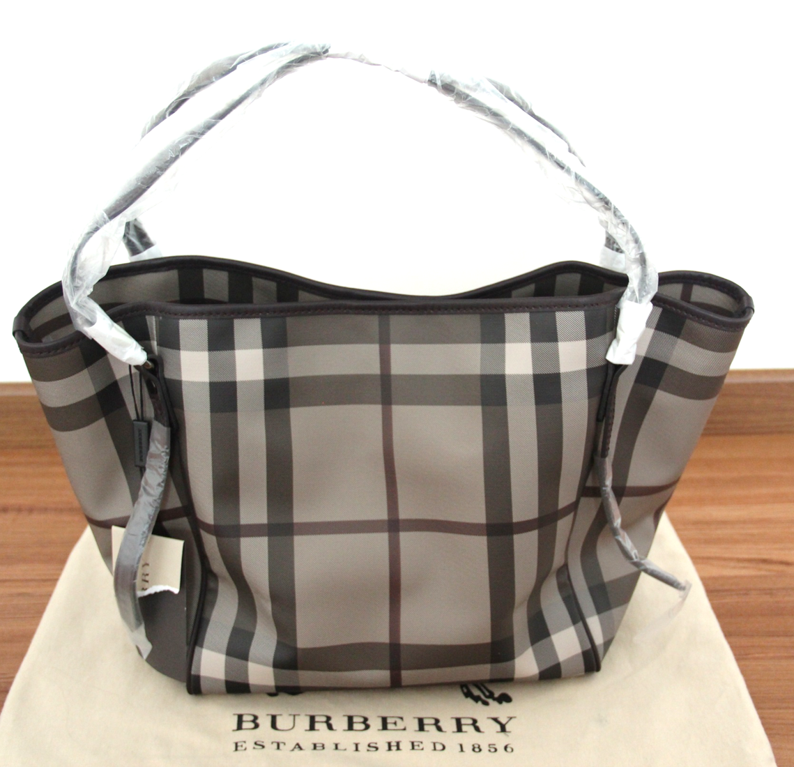 amore venti burberry smoked check tote for sale 950. Black Bedroom Furniture Sets. Home Design Ideas