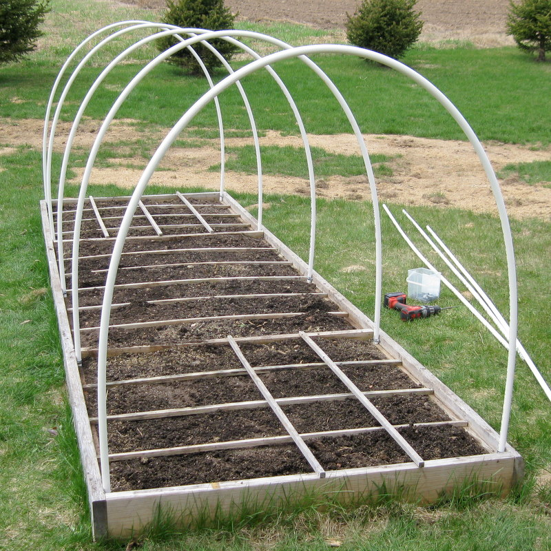 You can see the 10u0027 PVC pipes bend nicely to form the support. & Diary of a fledgling farmer: Mini PVC hoop house for our Square Foot ...
