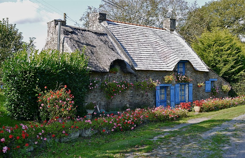 maison bretonne volets bleus