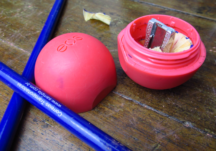 3 DIYs de Volta às aulas, 3 DIYs Back To School Supplies, apontador EOS