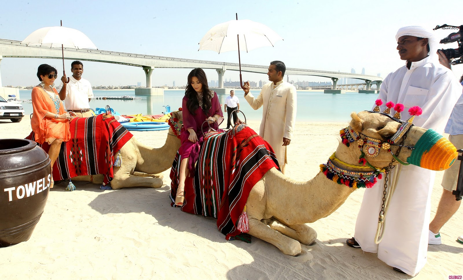 how to ride a camel in dubai