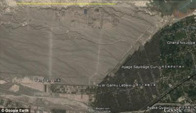 Μυστήριο με το Google Earth: Πρώην αναλυτής της CIA, εντοπίζει περίεργες κατασκευές στη μέση Κινεζικής ερήμου