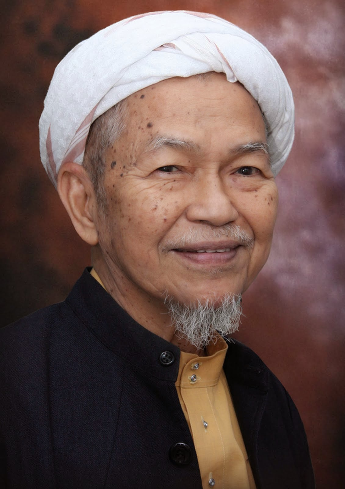 Datuk Nik Abdul Aziz Nik Mat Bekas Menteri Besar Kelantan Meninggal Dunia