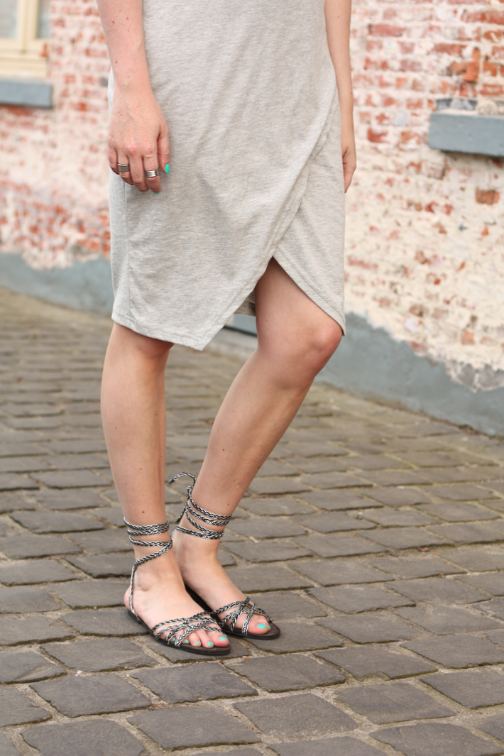 outfit strappy sandals