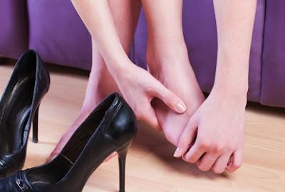 dicas, sapatos, apertados, amaciar sapatos,
