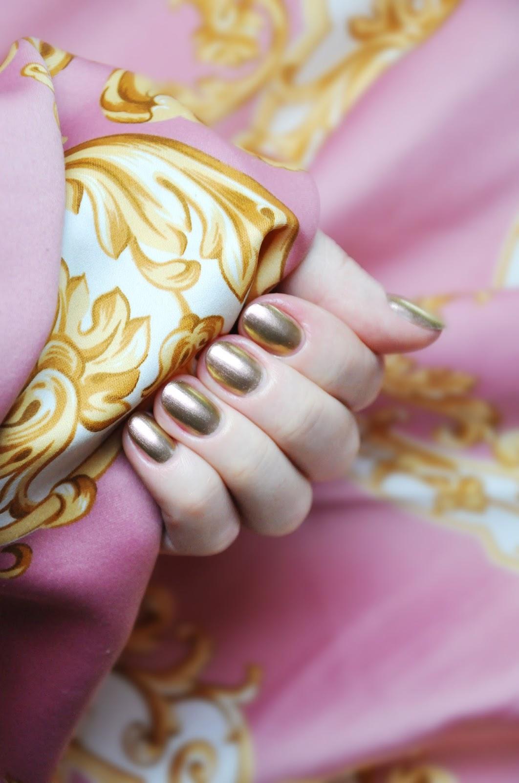 нежно-розовый лак дуохром