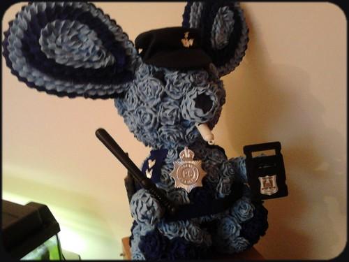 Policjant z róż ( królik )