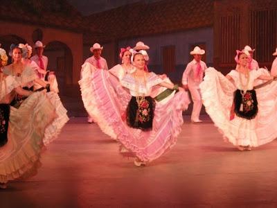 Grupo De Danza Interpretando Los Sones Jarochos De Veracruz  Notese La