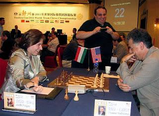 Echecs à Ningbo : la Hongroise Judit Polgar face à l'Américain Yasser Seirawan au Championnat du Monde par équipe © ChessBase