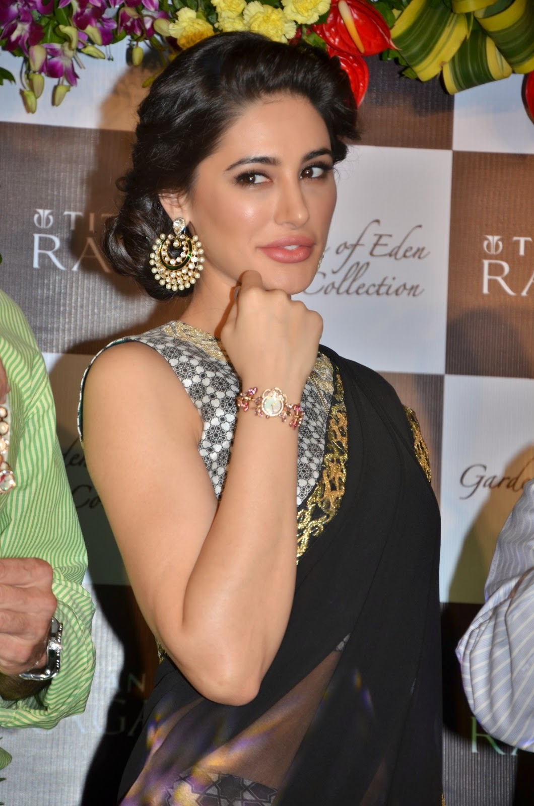 nargis fakhri navel transparent saree photo