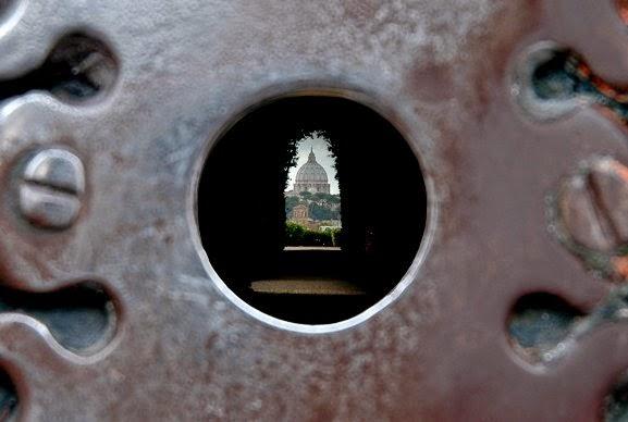La vista dal buco della serratura