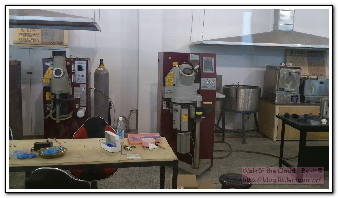 金屬鑄入石膏的機器