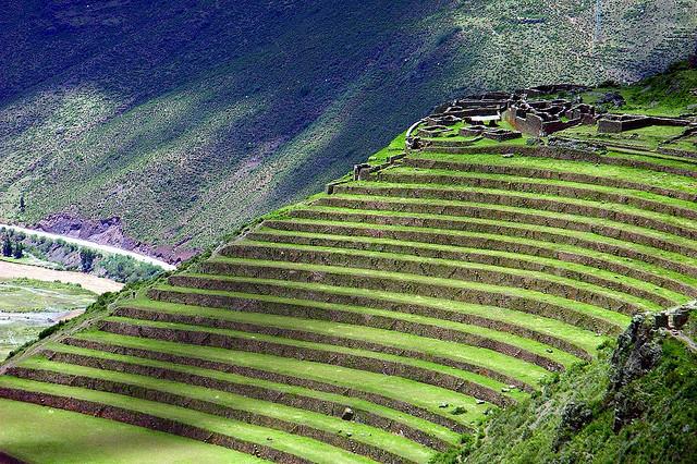 10 ruinas antiguas m s impresionantes de los incas for The definition of terrace