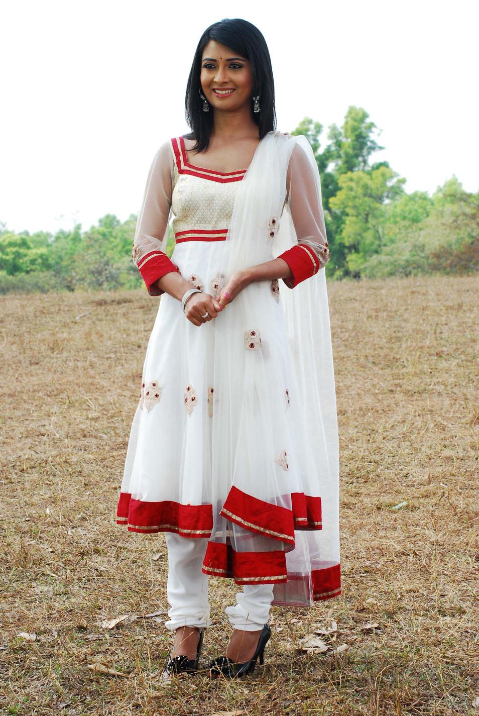 Malayalam Actress Radhika Navel Radhika pandit latest hot