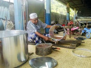 Pengrajin Peralatan Dapur Padangsidimpuan