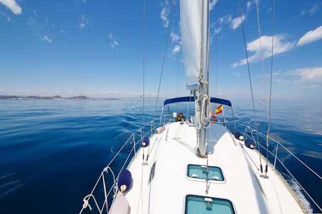 Navegar a vela por la costa de Murcia y Almería