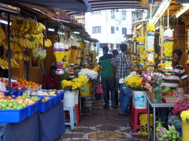 collares flores ofrenda india