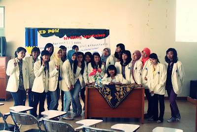 Bersama Rekan Panitia EDPOW's Writing Workshop 2010