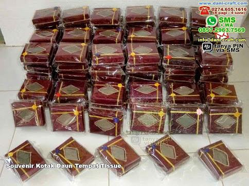 Souvenir Kotak Daun Tempat Tissue Daun Cokelat Tarakan