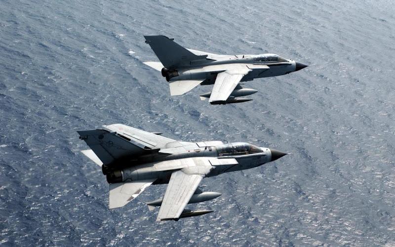 Tornado 2-Engine Fighter Jet/Bomber