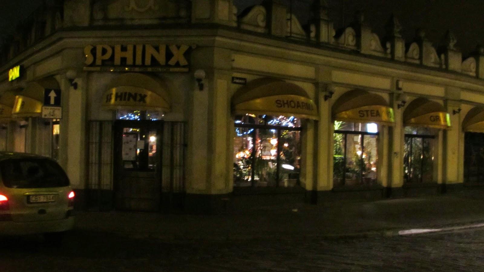widok z zewnątrz na restaurację Sphinx